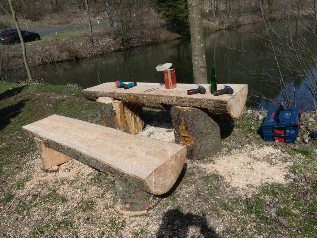Arbeitseinsatz am Schwellengrund: Neue Bänke und Tische gebaut